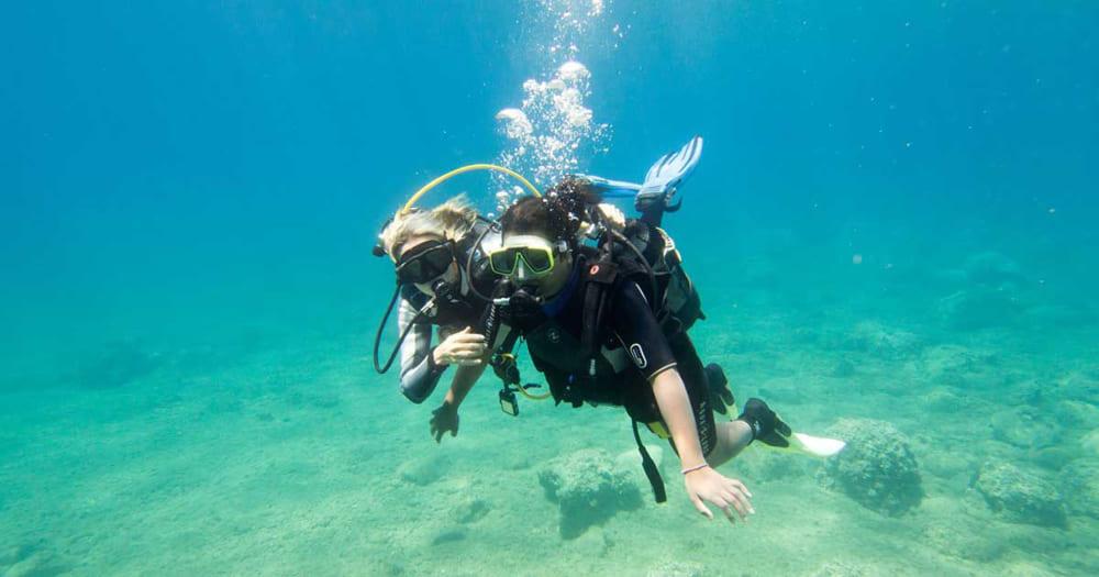 Qual é melhor para aprender a mergulhar, um curso de mergulho ou mergulho de batismo?