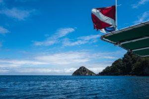 Entenda o que sao as bandeiras de mergulho e para que servem