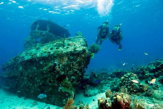 Ilhabela é um dos melhores lugares para mergulhar no Brasil