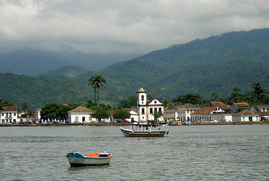 Paraty é um dos melhores lugares para mergulhar no Brasil