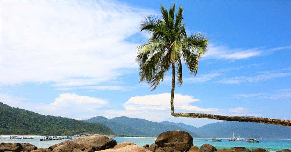 Praia do Aventureiro é um dos melhores passeios de Ilha Grande!