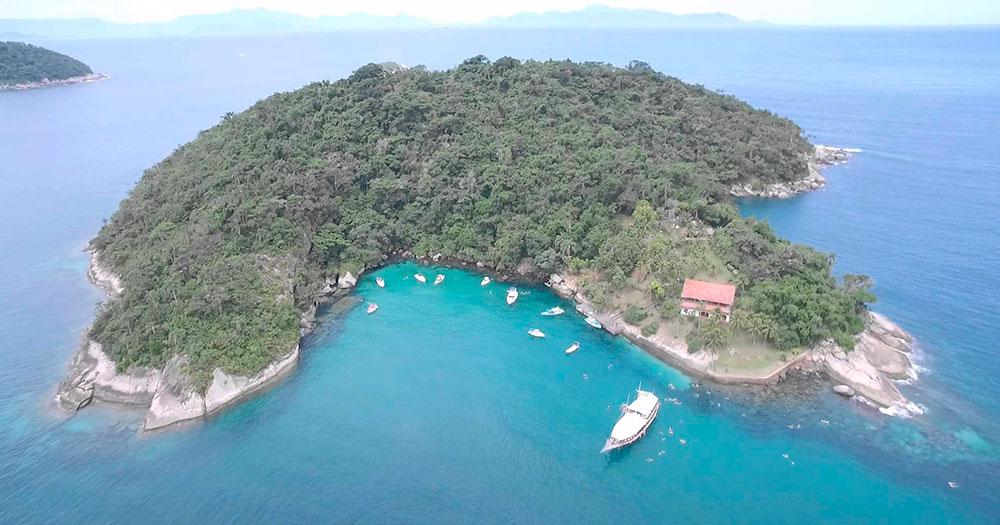 Ilha dos Cocos é um dos principais pontos de mergulho em Paraty