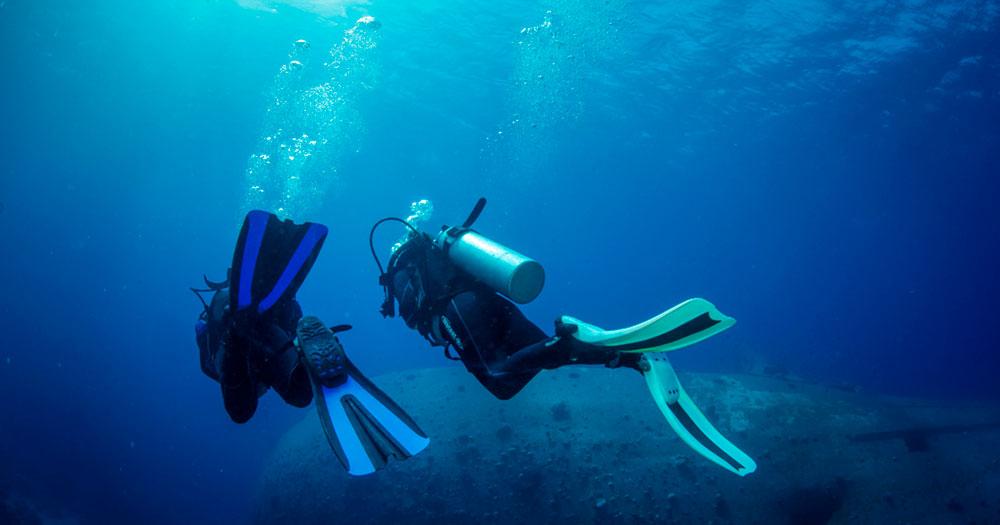 Dupla de mergulho durante um mergulho