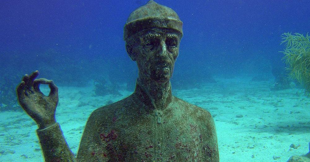 Estátua de Jacques Cousteau