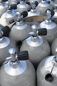 Cilindros de ar fazem parte do equipamento de mergulho
