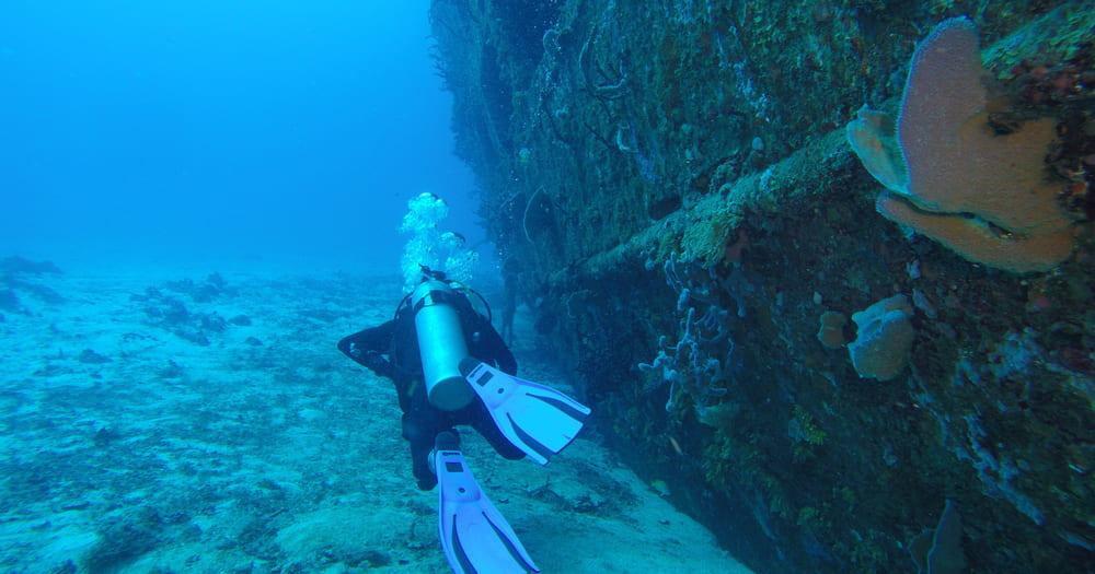 SCUBA é o equipamento usado no mergulho autônomo