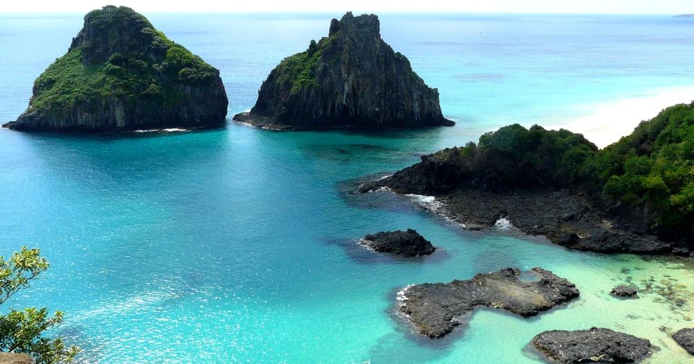 Um bom motivo para mergulhar em Fernando de Noronha é o fato de as ilhas serem bem preservadas